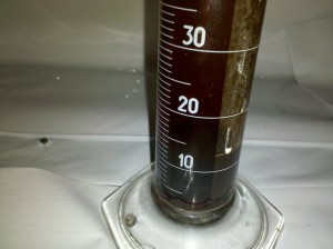 Measure hydroponic nutrients 300x224 GUIDE: How to Mix Fertilizer; Mixing Nutrients in a Hydroponic Reservoir